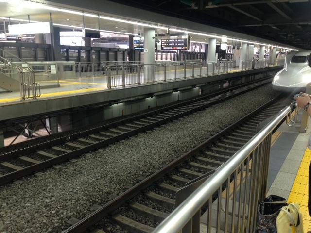 駅ホーム2